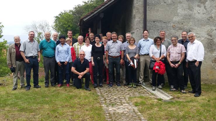 Unter fachkundiger Führung von Alt FDP Kantonsratspräsident Hans Ruedi Wüthrich wurde die Gegend rund ums Schloss Buchegg erkundet. Anschliessend wurden die Anwesenden auf dem Golfplatz Limpachtal in der Kunst des Golfspielens unterwiesen.