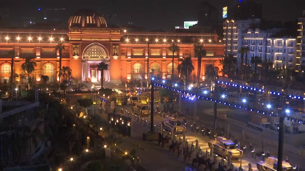 Ägypten: Feierliche Prozession von 22 Mumien durch Kairo
