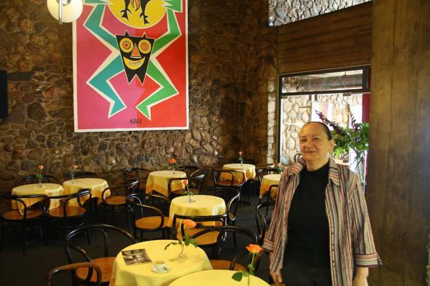 Kunst von Ferdinand Kaus springt im Restaurant ins Ausge