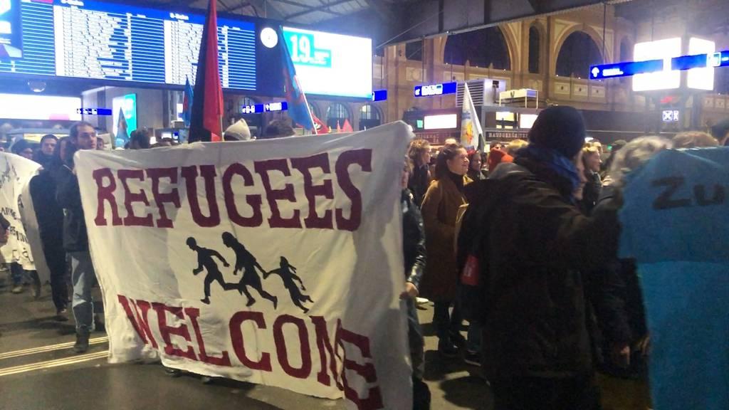 Zürich: Unbewilligte Demonstration gegen die Flüchtlingskrise
