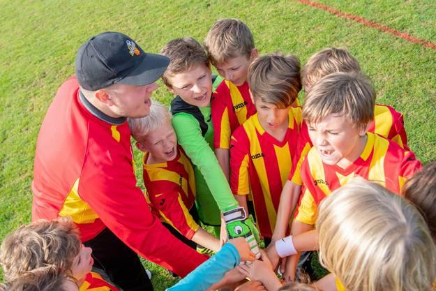 Eingeschworenes Team: Die Junioren des FC Wabern.