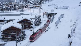 Die ersten Züge von Zermatt nach Visp rollten ab 12.13 Uhr wieder normal, wie die Matterhorn Gotthard Bahn mitteilte. (Archivbild)