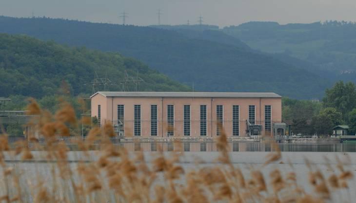 Das Wasserkraftwerk Klingnau: Die drei 80 Jahre alten Kaplan-Turbinen samt Generatoren laufen noch, dank bewährter Technik von Brown Boveri Baden, wie am ersten Tag.