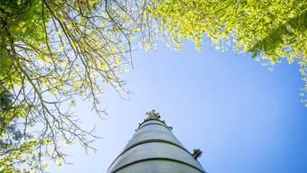 In Schmiedrued am Waldrand steht die erste Antenne des Tals. Sie konnte im Jahr 2000 erst nach einem vier Jahre andauernden Streit errichtet werden.