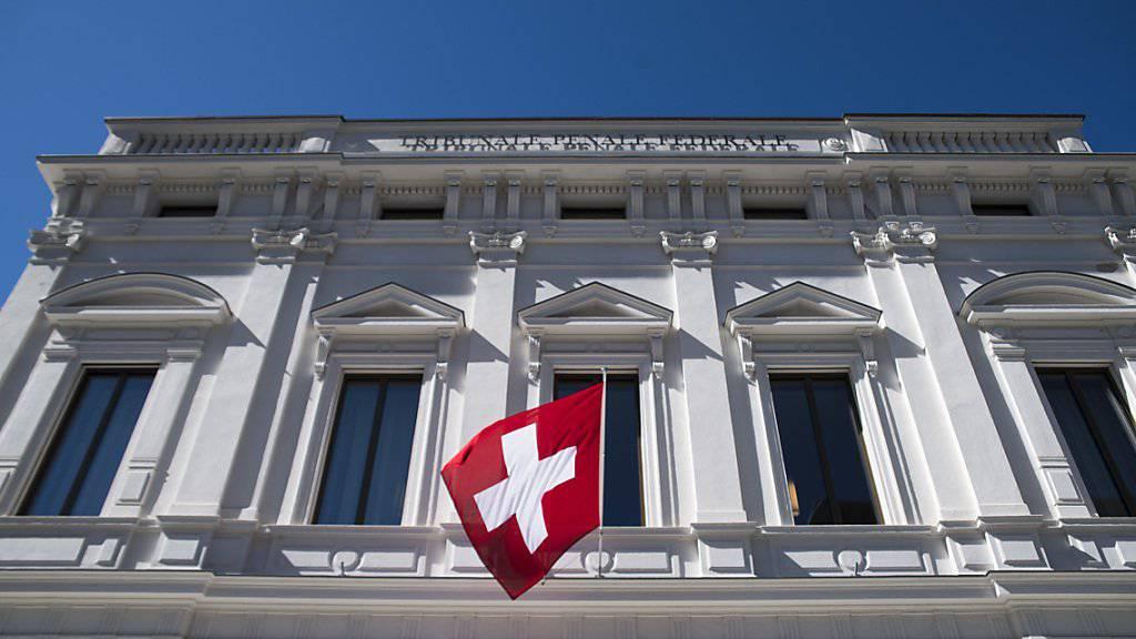Ein Berufsmilitär der Schweizer Armee steht wegen des Vorwurfs der versuchten Widerhandlung gegen das Kriegsmaterialgesetz vor dem Bundesstrafgericht. (Archivbild)