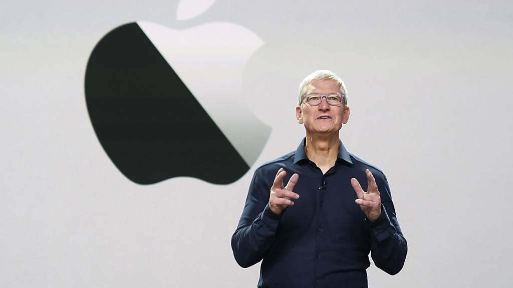 Der Verwaltungsrat des Apple-Konzerns versucht Apple-Konzernchef Tim Cook weiter zu motivieren und teilt ihm Aktienoptionen des Tech-Konzerns zu. (Archivbild)