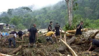 Suche nach Überlebenden nach dem Erdrutsch in Peru