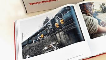 Ein Foto vom Eisenbahnunglück in Däniken im Bildband.
