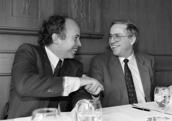 In seinem letzten Amtsjahr war Maurer Kantonsratspräsident, ehe er 1991 in den Nationalrat gewählt wurde. Im selben Jahr verlor er die Wahl in den Zürcher Regierungsrat gegen Moritz Leuenberger. Im Bild mit Parteipräsident Christoph Blocher.