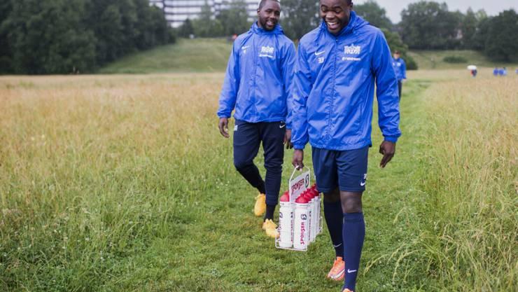 Oberlin (rechts) auf dem Weg zum FCZ-Training