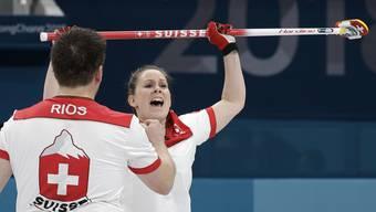 Halbfinal-Sieg für das Schweizer Curling-Mixed-Doppel: Martin Rios und Jenny Perret