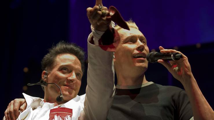 Bela B. (links) und Farin Urlaub von der Punkrock-Band Die Ärzte: Die Band kommt im nächsten Dezember ins Zürcher Hallenstadion. Weil das erste Konzert innert Kürze ausverkauft war, startet nun am Freitag um 17.00 der Vorverkauf für eine Zusatzshow. (Archivbild)