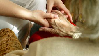 Psychisch kranke ältere Menschen fühlen sich zu Hause am Wohlsten (Symbolbild).