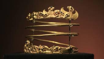 """Ein Spiralarmband aus der Ausstellung """"Das Gold der Krim"""". Ein Gericht in Amsterdam muss nun entscheiden, an wen die Exponate zurück gegeben werden müssen. (Archiv)"""