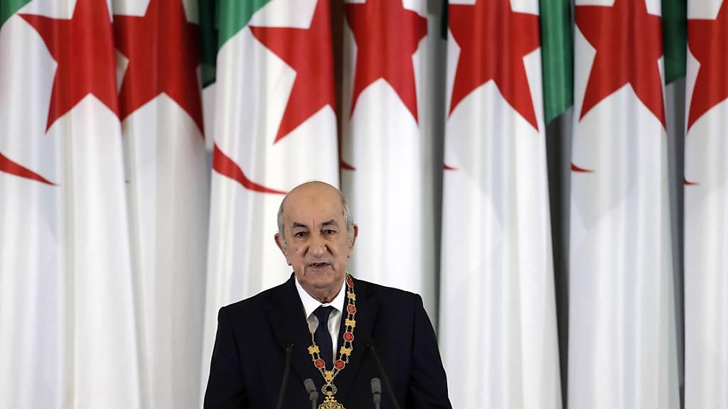 Die Opposition wirft dem algerischen  Staatschef Abdelmadjid Tebboune vor, dass die Verfassungsreform keine wirkliche Verbesserung bringt.