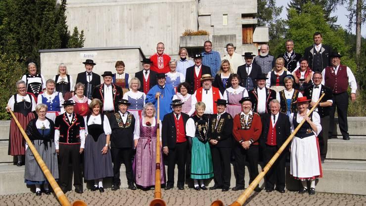 Teilnehmerinnen und Teilnehmer der 15. Fiescher Alphornwoche