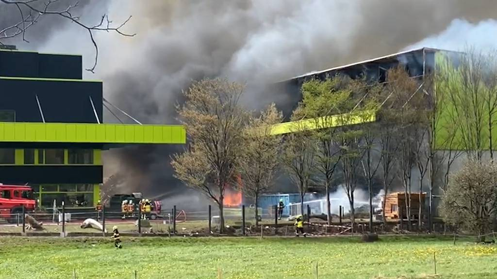Grossbrand in Sargans (SG): Recycling-Center Ecohof brennt