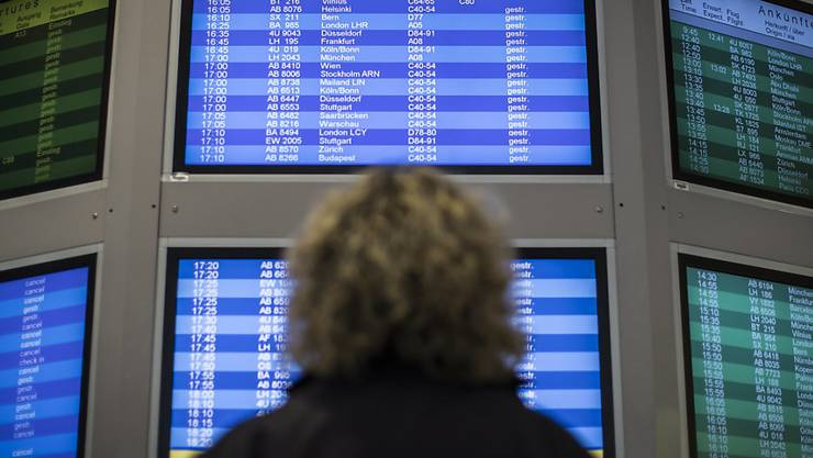 Passagiere schauen in die Röhre: An den Berliner Flughäfen wird weiter gestreikt.