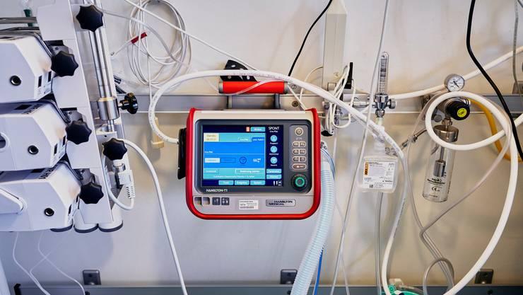 Wer den Roche-Wirkstoff bekommen hat, musste deutlich weniger an ein Beatmungsgerät angeschlossen werden.