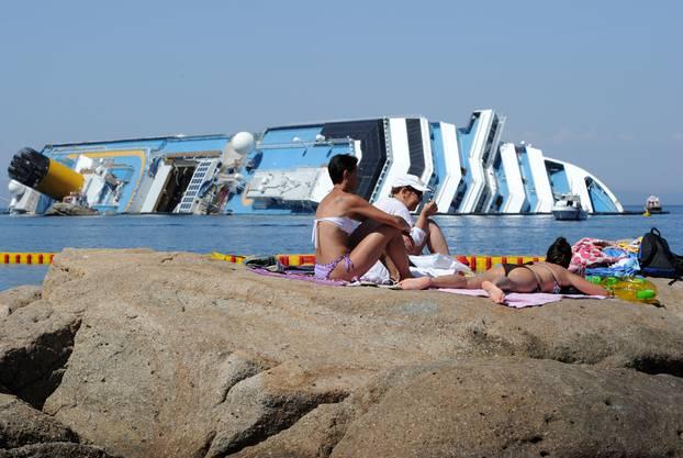 Manche Badegäste liessen sich die Laune nicht verderben.
