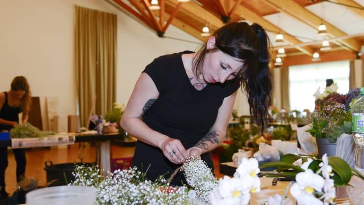 Die Floristinnen müssen auch unter Zeitdruck arbeiten können.