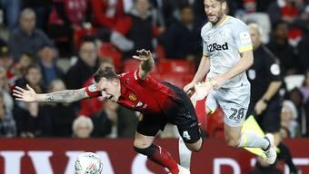 Manchester United (mit Phil Jones im Bild) strauchelt im Ligacup