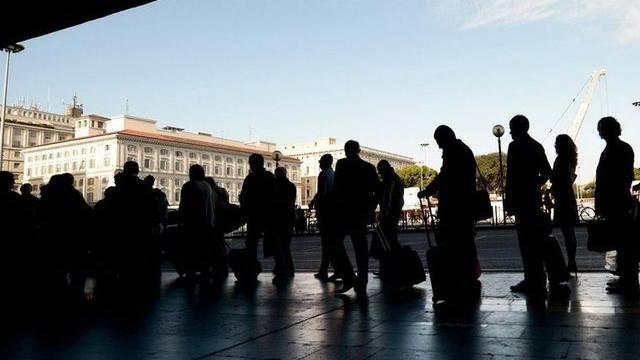 Opfer des ÖV-Streiks: Reisende warten in Rom auf ein Taxi