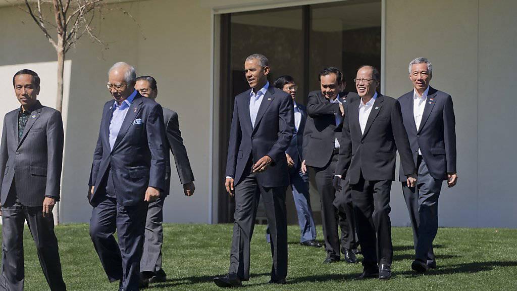 Ohne Kravatte: US-Präsident Barack Obama mit Staatsoberhäupter der Asean-Länder beim Gipfeltreffen im kalifornischen Rancho Mirage.