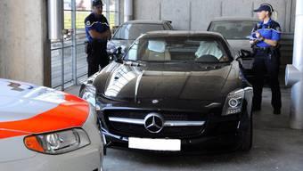 Polizei zieht Raserauto aus dem Verkehr. Vor allem Autovermitter sind verunsichert.