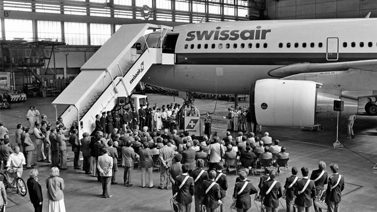 Grosser Bahnhof am Flughafen: Taufe eines neuen Airbus der Swissair auf den Namen «Solothurn» im Jahr 1985.