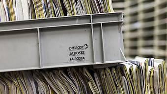 Die Post will Briefsendungen, deren Adresse nicht vollständig von den Sortiersystemen gelesen werden können, in Zukunft doch nicht in Vietnam verarbeiten lassen. (Symbolbild)