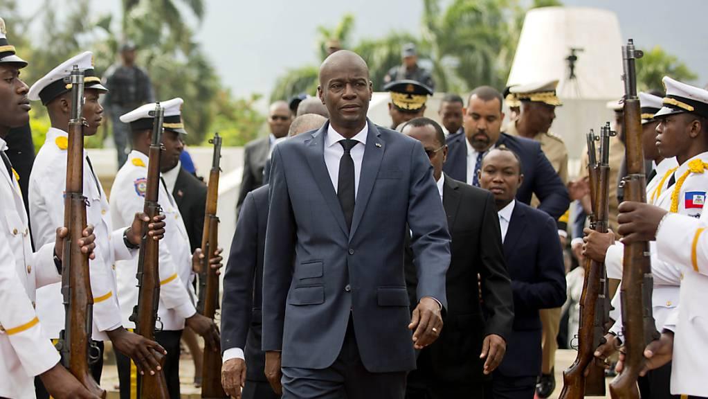 ARCHIV - Jovenel Moise (M), Präsident von Haiti, ist in der Nacht in seiner Residenz überfallen und tödlich verletzt worden. Foto: Dieu Nalio Chery/AP/dpa Foto: Dieu Nalio Chery/AP/dpa