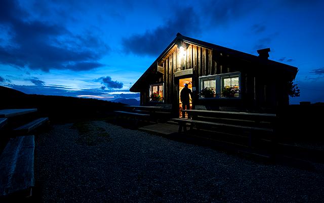 Die Ochsenhütte bietet Platz für Übernachtungen. Toggenburg Tourismus