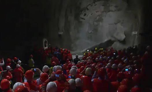 NEAT Basistunnel Durchschlag