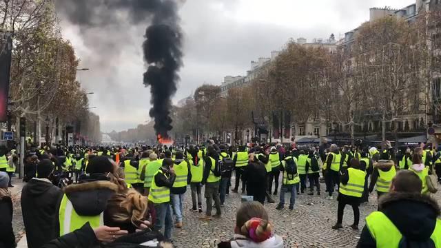 «Gelbwesten»-Demo in Paris: Polizei reagiert mit Tränengas