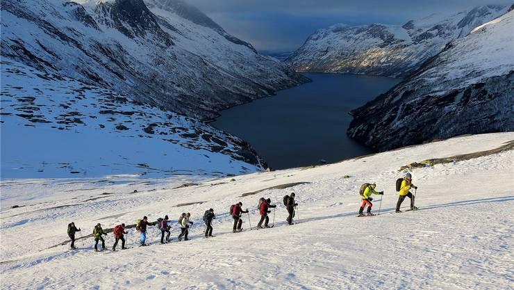 Auf direktem Weg vom Meer zum Gipfel: Auf einer Schneeschuhtour in Nordnorwegen.