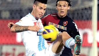 Napoli-Matchwinner Marek Hamsik (links) gegen Cagliaris Albin Ekdal
