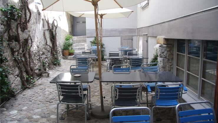 Der lauschige Innenhof bietet Platz für 20 Gäste.