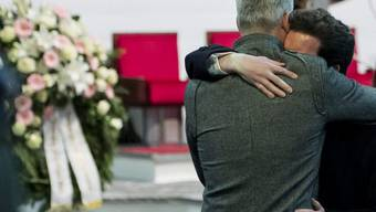 Trost bei der Gedenkfeier ein Jahr nach dem Bus-Drama im Wallis