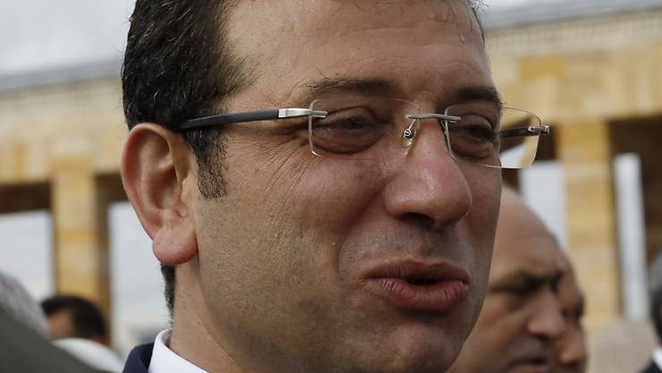 Istanbuls Bürgermeister Ekrem Imamoglu von der linksliberalen Partei CHP kritisierte, es sei inakzeptabel, demokratisch gewählte Bürgermeister abzusetzen und so den Willen des Volkes zu ignorieren. (Archivbild)
