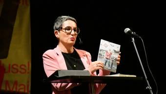 Paola Gallo, Geschäftsführerin des Strassenmagazins Surprise, hält an der 1.-Mai-Feier der SP Bezirk Brugg im Kulturhaus Odeon ihre Rede.