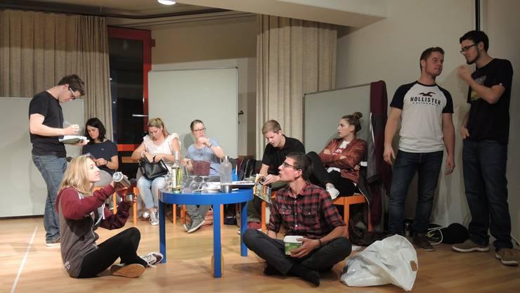 Die Theatergruppe des Juvero ist im Endspurt: Am vergangenen Wochenende liefen die Proben von «Mord on Backstage» nochmals auf Hochtouren.