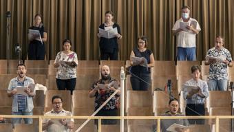 Nutzlos? Zürich verbannte Orchester und Chor vom Opernhaus in einen Probesaal, Genf spielte diese Woche das Orchester sogar ab Band ab.