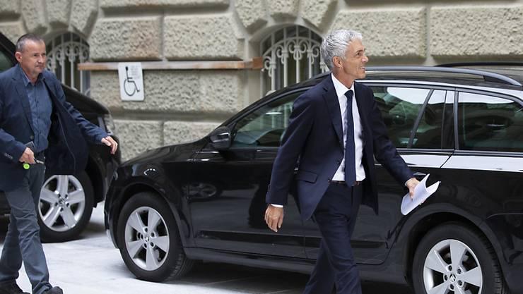 Bundesanwalt Michael Lauber auf dem Weg zum SP-Hearing.