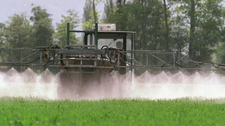 Pflanzenschutzmittel stehen mehr und mehr in der öffentlichen Kritik. (Symbolbild)