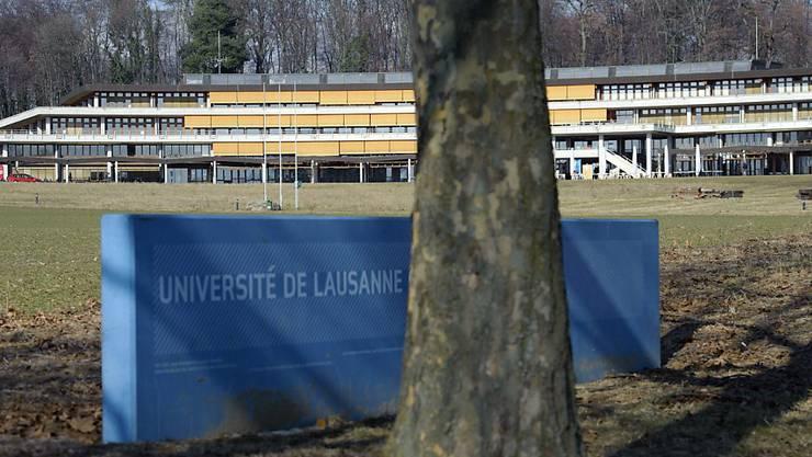 Im Gebäude der Unithèque in Lausanne haben unbekannte Vandalen ein Werk der Zerstörung angerichtet. Rund 50 Computer wurden zerstört. (Archivbild)