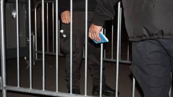 Der 24-jährige Türsteher wurde bedroht und angegriffen. (Symbolbild)