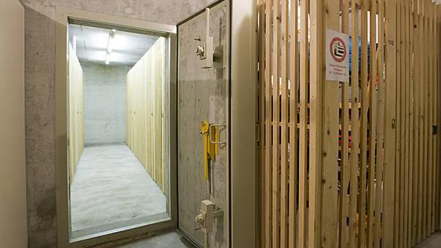 Eingang zum Luftschutzraum in einem Mehrfamilienhaus (Archiv)
