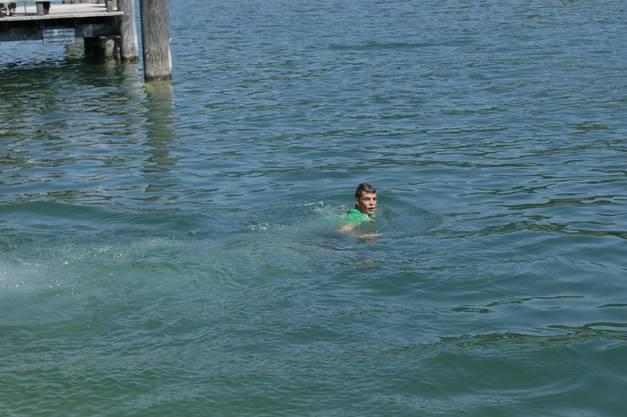 Granit Xhaka: Ja, er kann schwimmen!