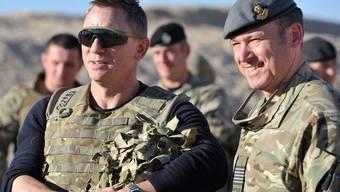 Auf Truppenbesuch in Afghanistan: 007-Darsteller Daniel Craig (l.)
